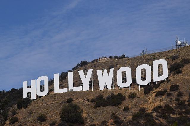 Legendaarisen Hollywood-kyltin historia on värikäs.